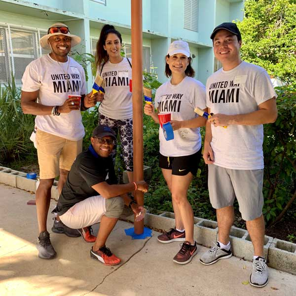 A group of volunteers with VolunteerMiami